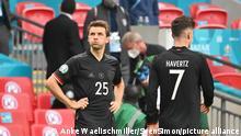 v.l. Thomas MUELLER (Mvɬºller, GER), Kai HAVERTZ (GER) enttaeuscht Achtelfinale, Spiel M44, England (ENG) - Deutschland (GER), am 29.06.2021 in London/ Grossbritannien. Fussball EM 2020 vom 11.06.2021-11.07.2021. vǬ