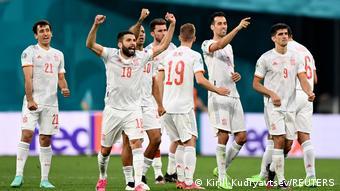 Les joueurs de l'Espagne fêtent leur qualification