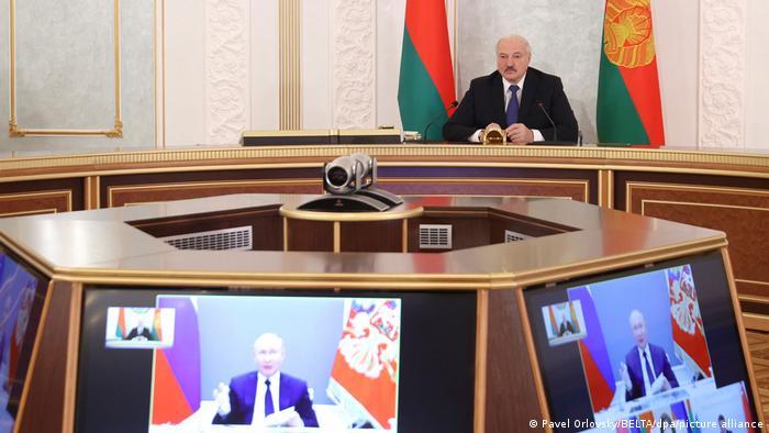 Александр Лукашенко на видеоконференции с Владимиром Путиным