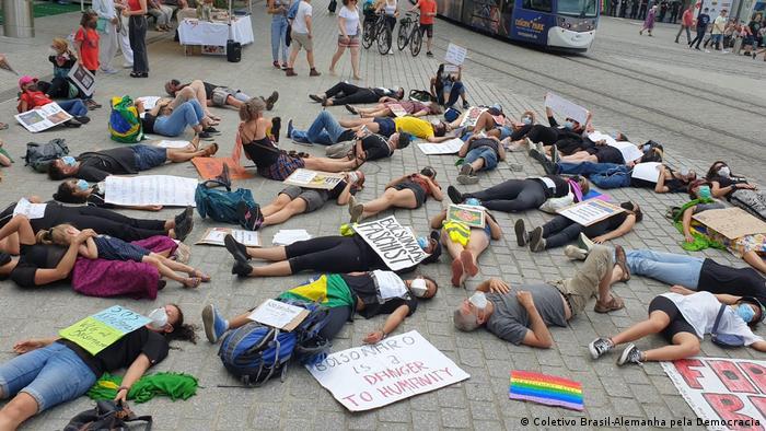 Protesto contra Bolsonaro na cidade de Freiburg, na Alemanha