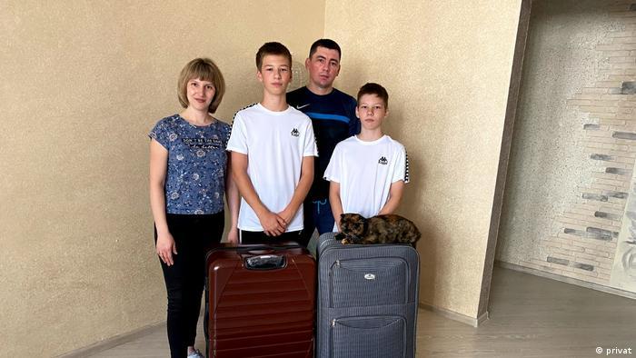 Оксана Лисс из Барнаула с мужем и двумя детьми