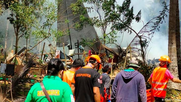 На місці падіння військового літака на Філіппінах