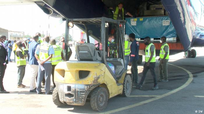 Afrika Mosambik Ankunft des ersten humanitären Brückenfluges nach Cabo Delgado