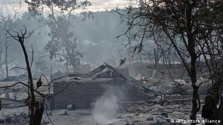 Myanmar I Militär steckt Dorf in Brand