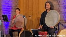 Musiker 1001 Takt zwischen Bonn und Babylon ist ein transkulturelles Musikprojekt. Mit 45 verschiedenen Mitmach-Angeboten, Workshops und Veranstaltungen fördert das Projekt über musikalische Brücken zwischen Orient und Okzident interkulturelle Begegnungen und gesellschaftliches Zusammenleben in Vielfalt. DW, Manasi Gopalakrishnan am 4.7.2021 in Bonn