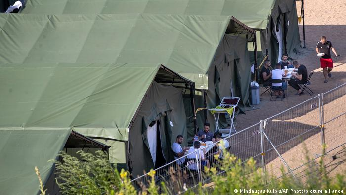 Палаточный городок для мигрантов в литовском Пабраде
