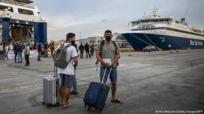 Pasageri în Portul Pireu