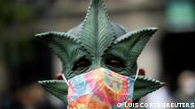 """*** Dieses Bild ist fertig zugeschnitten als Social Media Snack (für Facebook, Twitter, Instagram) im Tableau zu finden: Fach """"Images"""" —> Weltspiegel/Bilder des Tages *** A demonstrator wearing a mask depicting a marijuana leaf poses for a picture during a march in favor of the decriminalization of cannabis, after the court approved its use only if they have the permission of the health authorities in Mexico City, Mexico July 3, 2021. REUTERS/Luis Cortes TPX IMAGES OF THE DAY"""