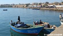 Reduction of fish stocks threatens artisanal fishing off the coast of Namibe. Namibe Port Wann und wo: Namibe, Angola Copyright: Adilson Abel, DW