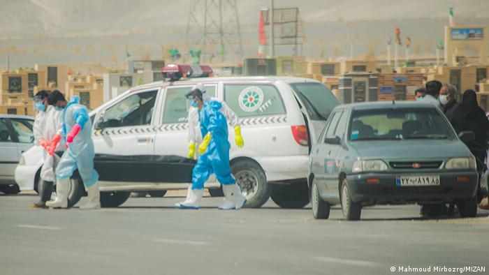 گونه دلتای ویروس کرونا شهرهای ایران را وارد موج پنجم کرده است. در حال حاضر ۹۲ شهر در وضعیت قرمز، ۱۸۳ شهر در وضعیت نارنجی و ۱۷۳ شهر در وضعیت زرد قرار گرفتهاند. طبق آمار رسمی بیش از ۳ میلیون و ۲۷۰ هزار نفر در ایران به کرونا مبتلا شدهاند و ۸۴ هزار و ۹۴۹ نفر جان خود را از دست دادهاند.