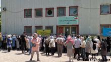 chaotische Zustände beim Impfen im Iran.