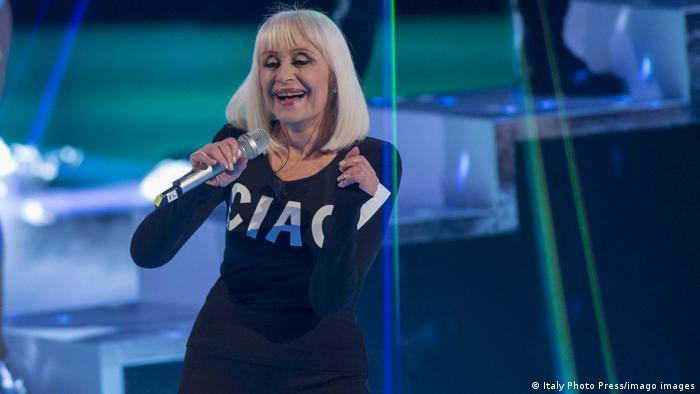 La Carrà anunciando su retiro de los escenarios en 2016