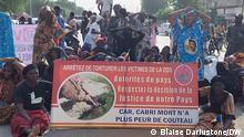Opfer des ehemaligen tschadischen Präsidenten Hissène Habré demonstrieren am 5. Juli 2021 in N'Djaména. Copyright: Blaise Dariustone, DW-Korrespondent im Tschad.