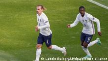 Fußball: EM, Ungarn - Frankreich, Vorrunde, Gruppe F, 2. Spieltag in der Puskas-Arena: Frankreichs Antoine Griezmann (l) bejubelt sein Tor zum 1:1 mit Ousmane Dembele. +++ dpa-Bildfunk +++