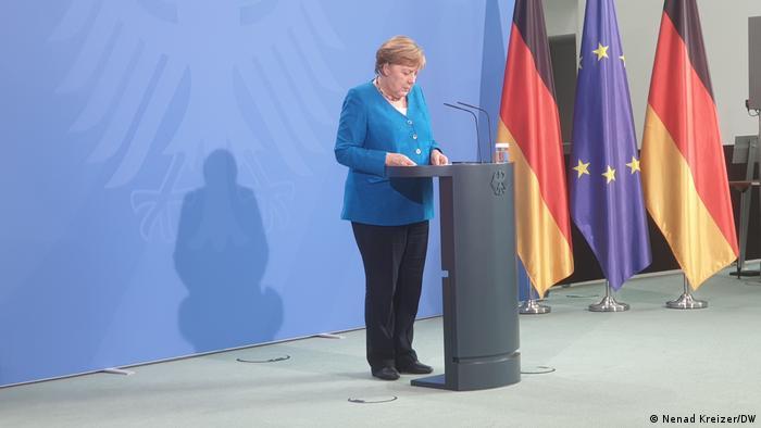 Merkel nakon konferencije pred novinarima