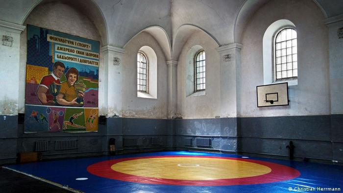 Спортивна зала у будівлі синагоги у Городенці, Івано-Франківська область