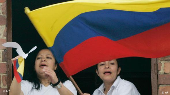 Leute mit der kolumbianischen Flagge oder Fahne Flash-Galerie