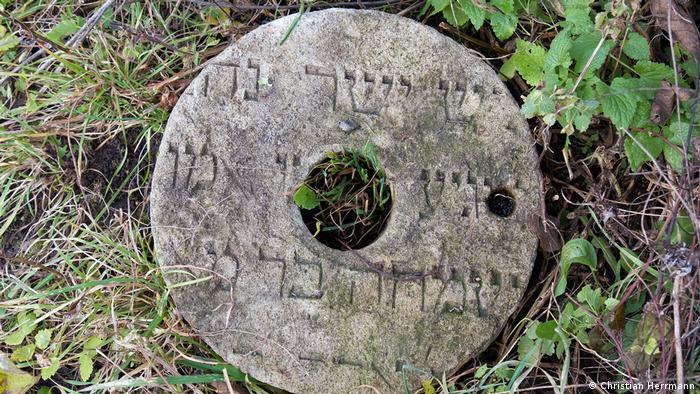 Жорна зі цвинтаря