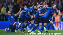 TOPSHOT - Italy's players celebrate after winning the UEFA EURO 2020 semi-final football match between Italy and Spain at Wembley Stadium in London on July 6, 2021. (Photo by Laurence Griffiths / POOL / AFP) (Photo by LAURENCE GRIFFITHS/POOL/AFP via Getty Images)