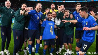 Сборная Италии празднует выход в финал Евро-2020