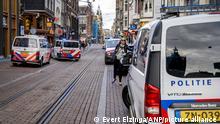 2021-07-06 20:20:46 AMSTERDAM - Bei einer Schießerei in Amsterdam ist ein Mann schwer verletzt worden. Laut Het Parool wäre es der Kriminalreporter Peter R. de Vries. ANP EVERT ELZINGA