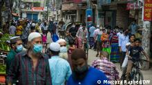Bangladesh is under strict lockdown until July 14 to curd spread of coronavirus. Police, RAB accompanied by army and border guard Bangladesh officials are patrolling different Dhaka roads. Photo: Mortuza Rashed/DW 7.7.21