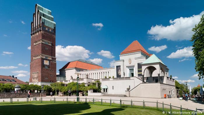 Колония художников и Свадебная башня на холме Матильды в Дармштадте