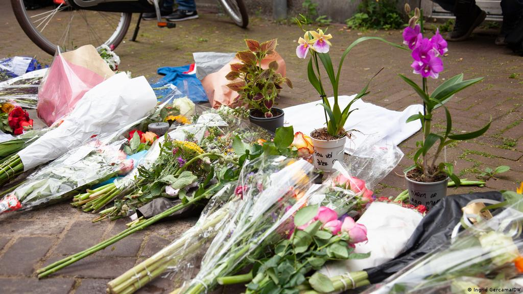Anger and tears over shooting of Dutch crime reporter Peter R. de Vries    Europe  News and current affairs from around the continent   DW   07.07.2021