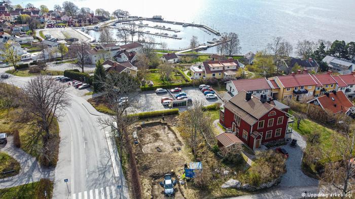 Los arqueólogos descubrieron las tumbas a finales de abril durante un estudio de una zona donde se iba a construir una casa.