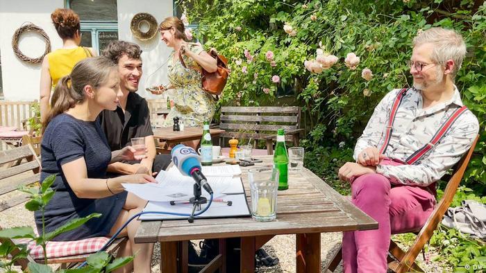 Jacek Dehnel tokom intervjua sa novinarima DW-a