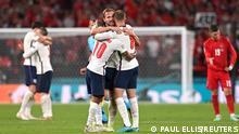 Soccer Football - Euro 2020 - Semi Final - England v Denmark - Wembley Stadium, London, Britain - July 7, 2021 England's Harry Kane, Raheem Sterling and Jordan Henderson celebrate after the match Pool via REUTERS/Paul Ellis