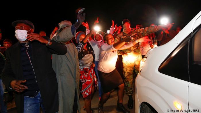 Südafrika Nkandla   Jacob Zuma Verhaftung Anhänger