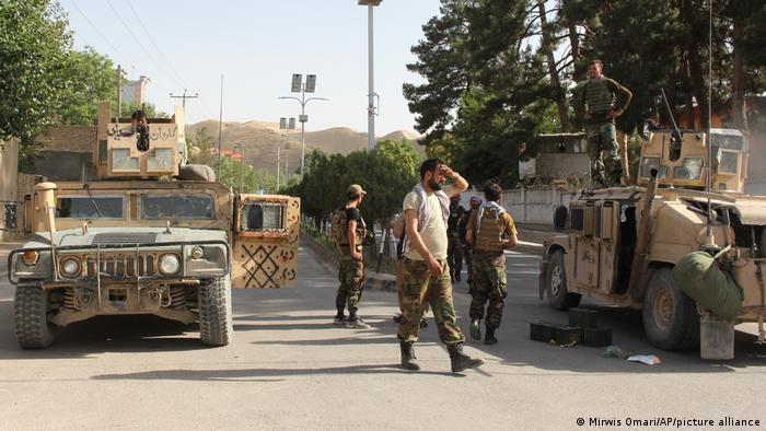 نیروهای امنیتی افغانستان در شهر قلعه نو