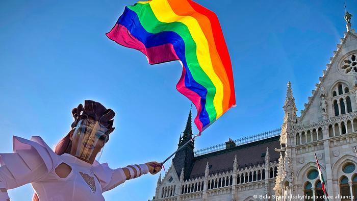 The Day in Pictures Ungarn LGBTQ Gesetz