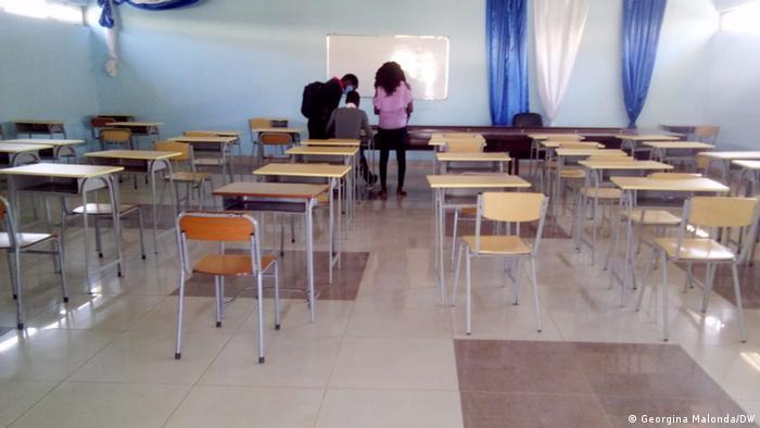 Angola   Studenten brechen Hochschulbildung ab: Leeres Klassenzimmer