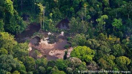 Minería ilegal de oro en el bosque de Timbiquí, Colombia.