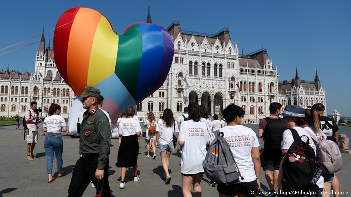 Protesty na Węgrzech z powodu ustawy o LGBT