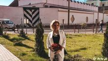 04 – Valerija Latosch vor dem Gefängnis in Hrodno (Belarus) -- via Sergey Gushcha Erlaubnis zurNutzung liegt uns (der russischen Redaktion der DW) vor.