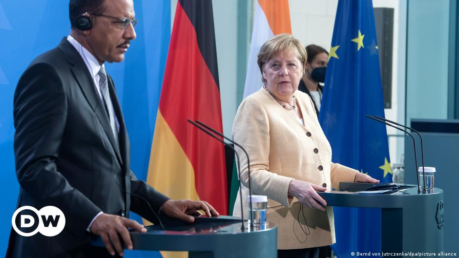 Merkel promises continued support for Niger   News   DW