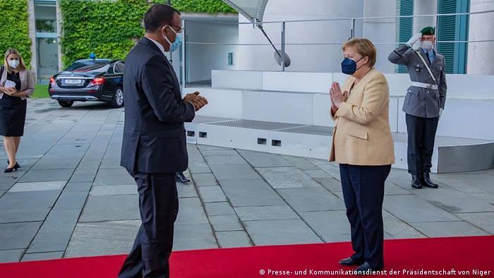 Deutschland Berlin | Treffen Angela Merkel und Mohamed Bazou aus Niger
