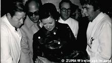 1958 - Mrs. Gihan El Sadat visited the First-Aid Hospital of the Employer s Liability insurance Association in Murnau/Upper Bavaria: Very much impressed by the exemplery and guiding methods of medical rehabilitation was Mrs. Sadat, wife of the Egyptan President of the State, during her visit to the first-aid hospital of Employer s Liability Insurance Assocation in Murusu/upper Bavaria, There she was given full details of the clinic s important facilities from first-aid-surgery to occupational therapy. Our picture: the director of the hospital, Prof. Dr. J. Probet explaining to Mr. Sadat the case of a paralyzed patient, who is learning to use his hand again by pottery and other works. - ZUMAk09_