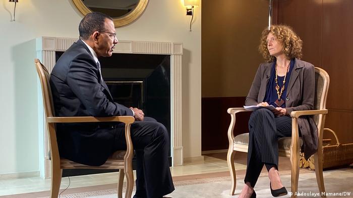 Presider Mohamed Bazoum of Niger gives an interview to DW journalist Dirke Köpp