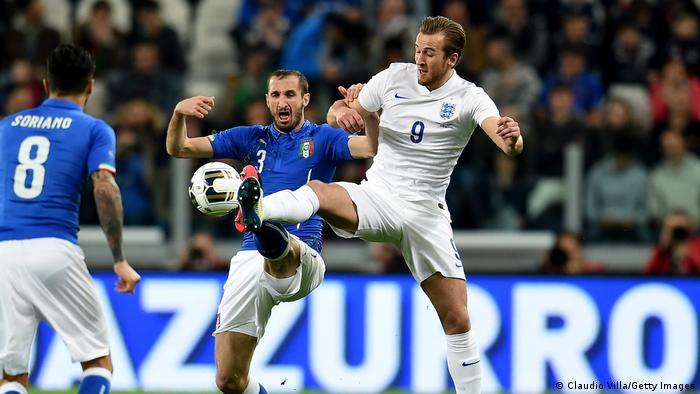 Fußball | Freundschaftsspiel Italien - England 2015 | Harry Kane und Giorgio Chiellini