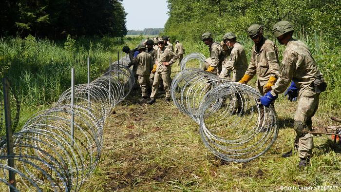 Lithuania starts building Belarus border anti-migrant fence | News | DW |  09.07.2021