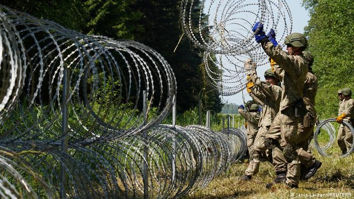Литовская армия приступила к возведению колючего заграждения на границе с Беларусью