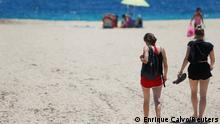Tourists enjoy the weather at Magaluf beach, following a decision by the British government to ease travel restrictions due to the coronavirus disease (COVID-19) to the island, in Palma de Mallorca, Spain, July 1, 2021. REUTERS/Enrique Calvo