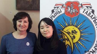 Алена Анисим и Сиёри Киясава из Японии, которая выучила белорусский язык и стала членом ТБМ