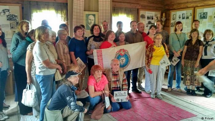 Активисты Общества белорусского языка (ТБМ) в ходе одной из поездок