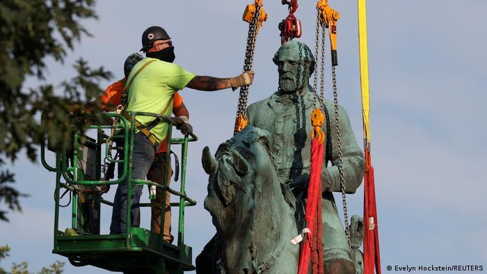 USA Virginia | Entfernung der Statue von Robert E. Lee in Charlottesville