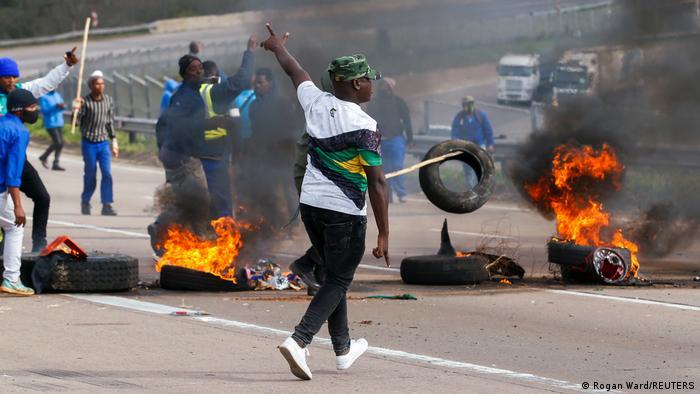 Südafrika Ex-Präsident Zuma tritt Haftstrafe an | Protest